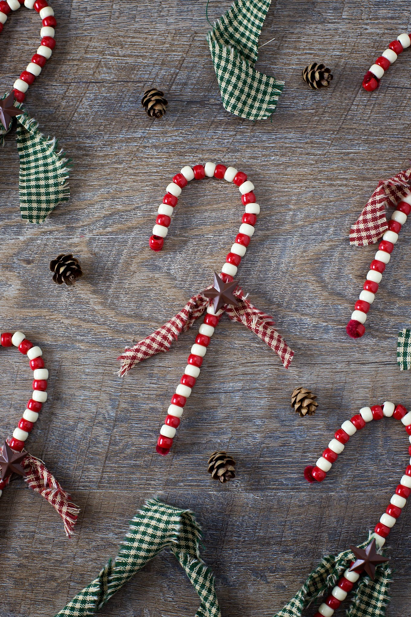 Beaded Candy Cane Ornaments are a childhood classic! Learn how to give them a primitive look, making them gift-ready and perfect for your Christmas tree.