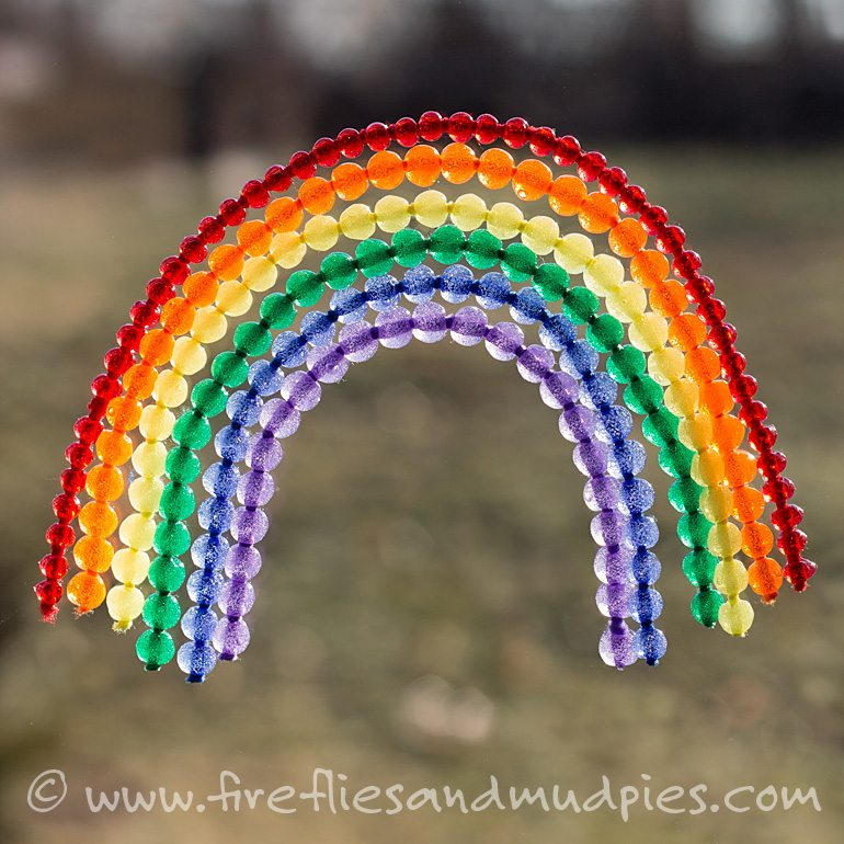 Love the colors of this beautiful rainbow craft for kids!