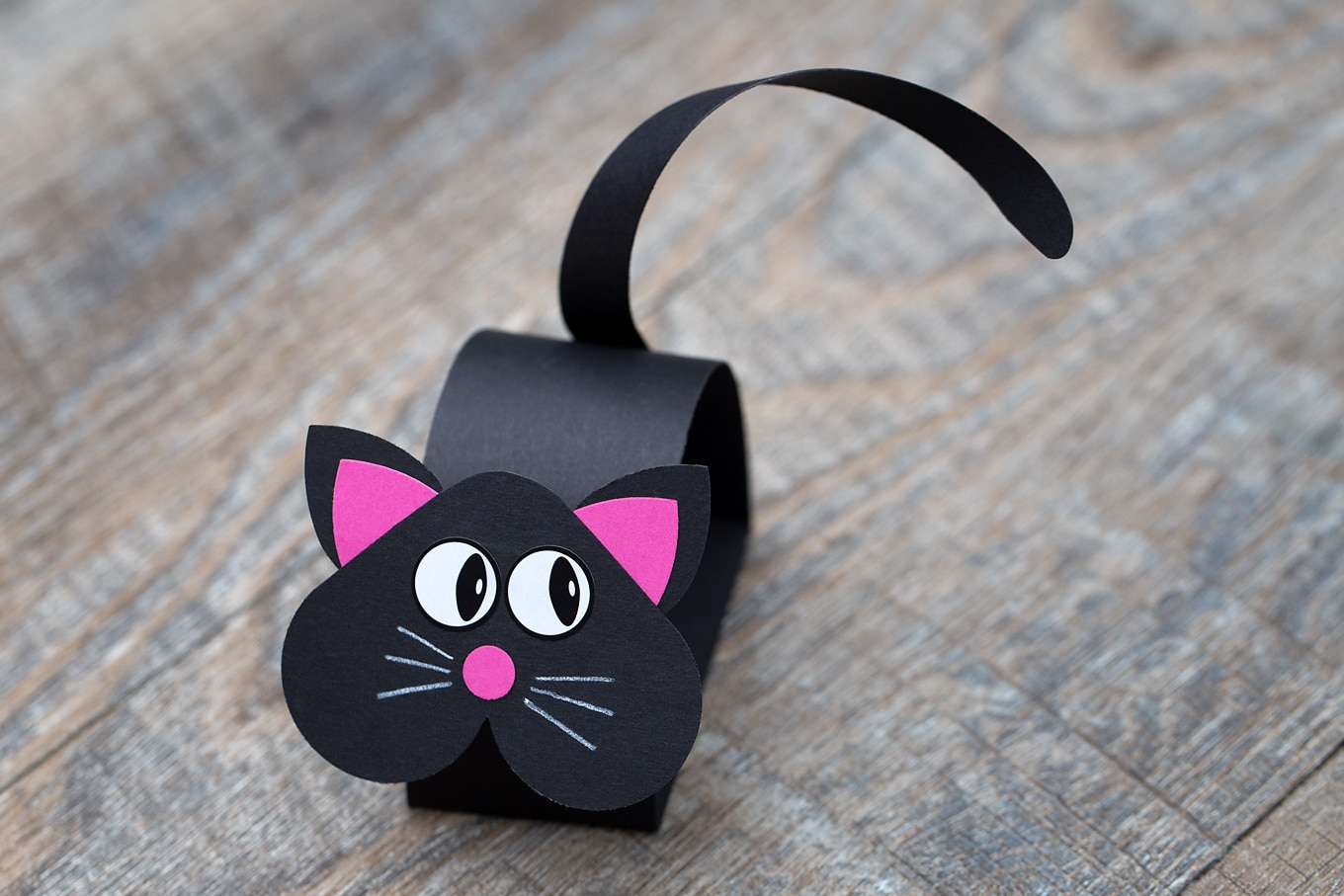 Learn how to Make a Paper Black Cat Craft