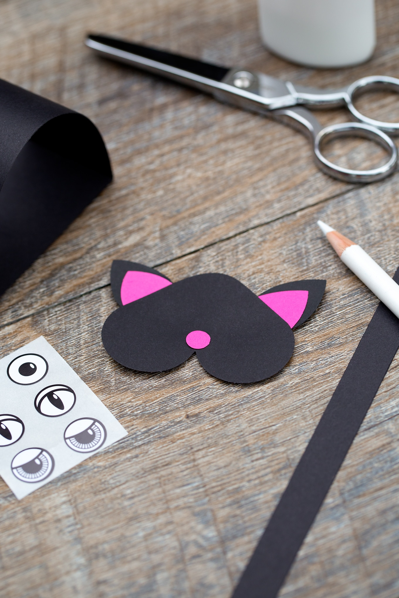 Just in time for Halloween, kids can learn how to make an adorable paper bobble head black cat craft at school or home.