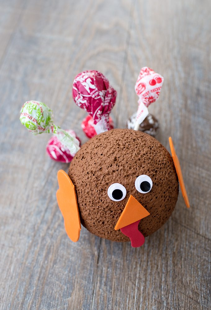 This cute Easy Lollipop Turkey Craft is the perfect Thanksgiving craft for kids! It's also a smart way to use up leftover Halloween candy!