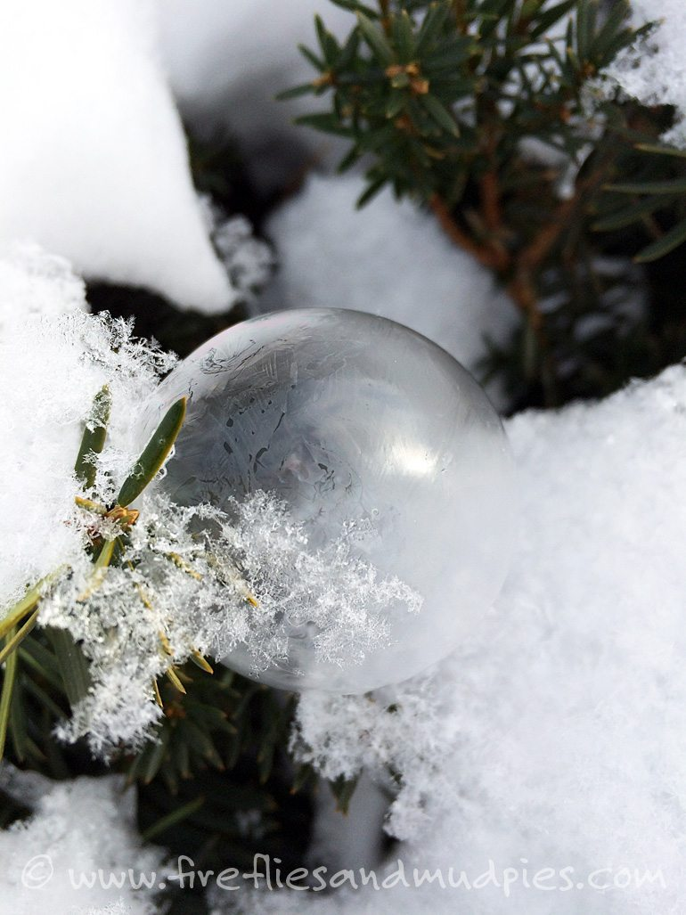 Blow bubbles with your kids in winter and watch them freeze! | Fireflies and Mud Pies