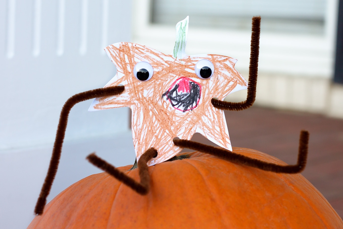 Fall Harvest Buddies are an easy and fun printable craft for kids of all ages! This craft is perfect for classroom parties or lazy crafternoons at home.