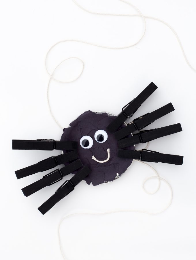 Simple Mason Jar Lid Spider Craft