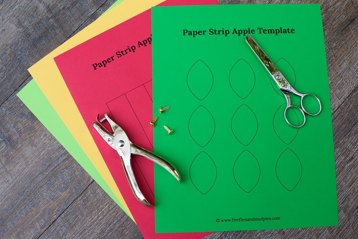 Easy paper strip apple craft for kids kids love this easy paper strip apple craft this simple fall craft includes a free jeuxipadfo Choice Image