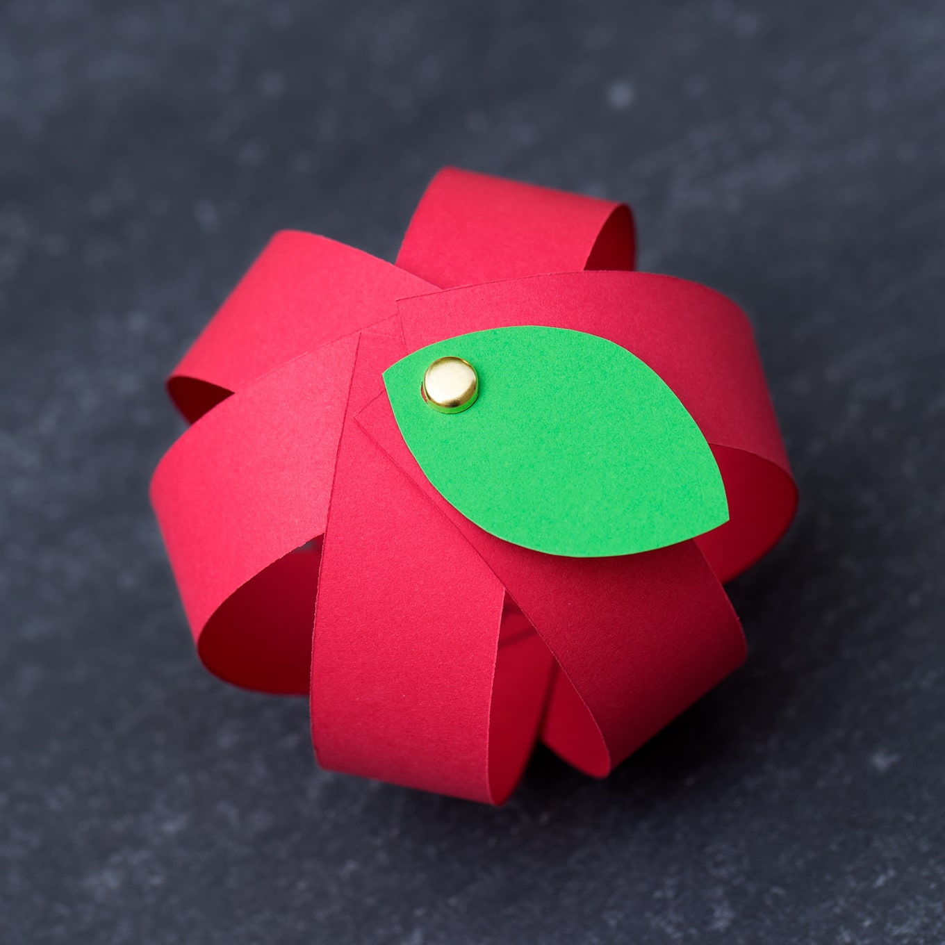 Make your own easy paper apple craft with free printable for Simply crafts