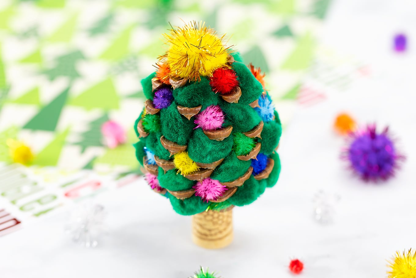 Easy and Fun Pine Cone Christmas Tree
