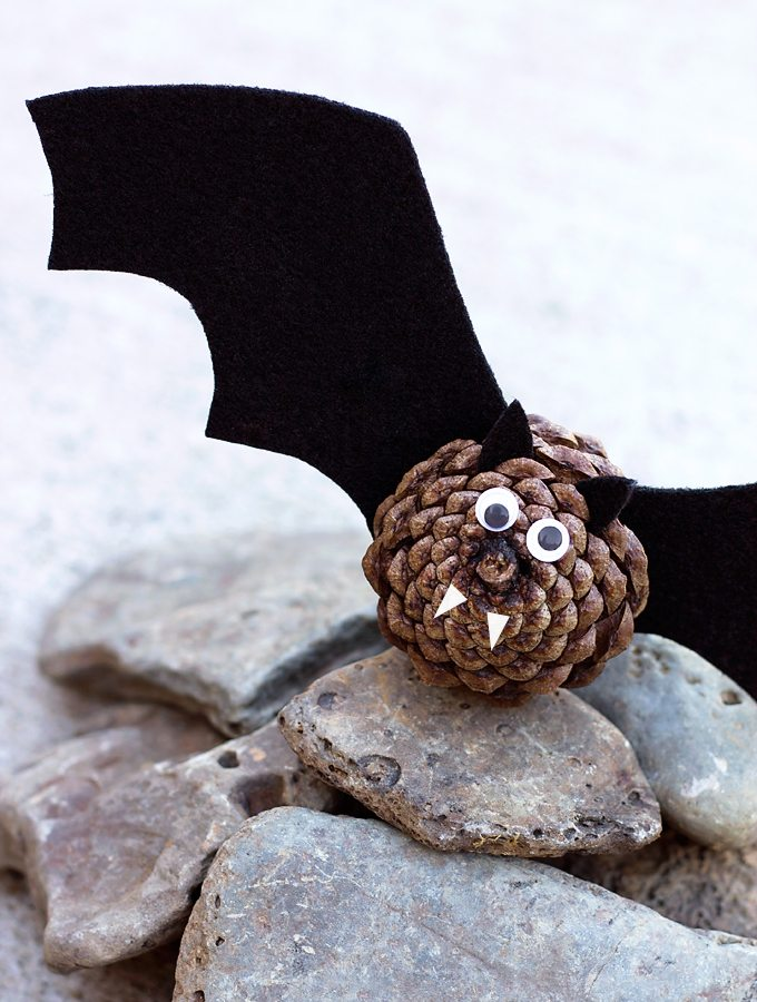 Easy Pinecone Bats