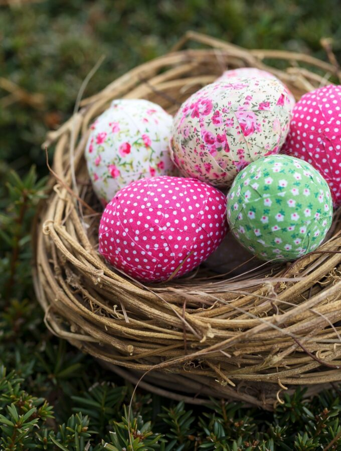 How to Make Super Simple Shabby Chic Easter Eggs
