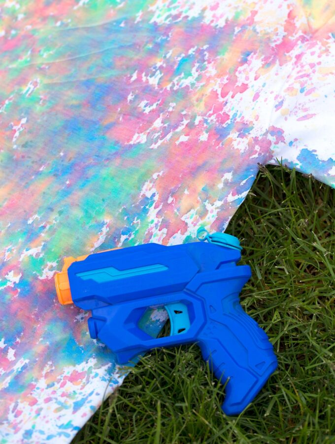 How to Rock Summer with Colorful Squirt Gun Tie-Dye