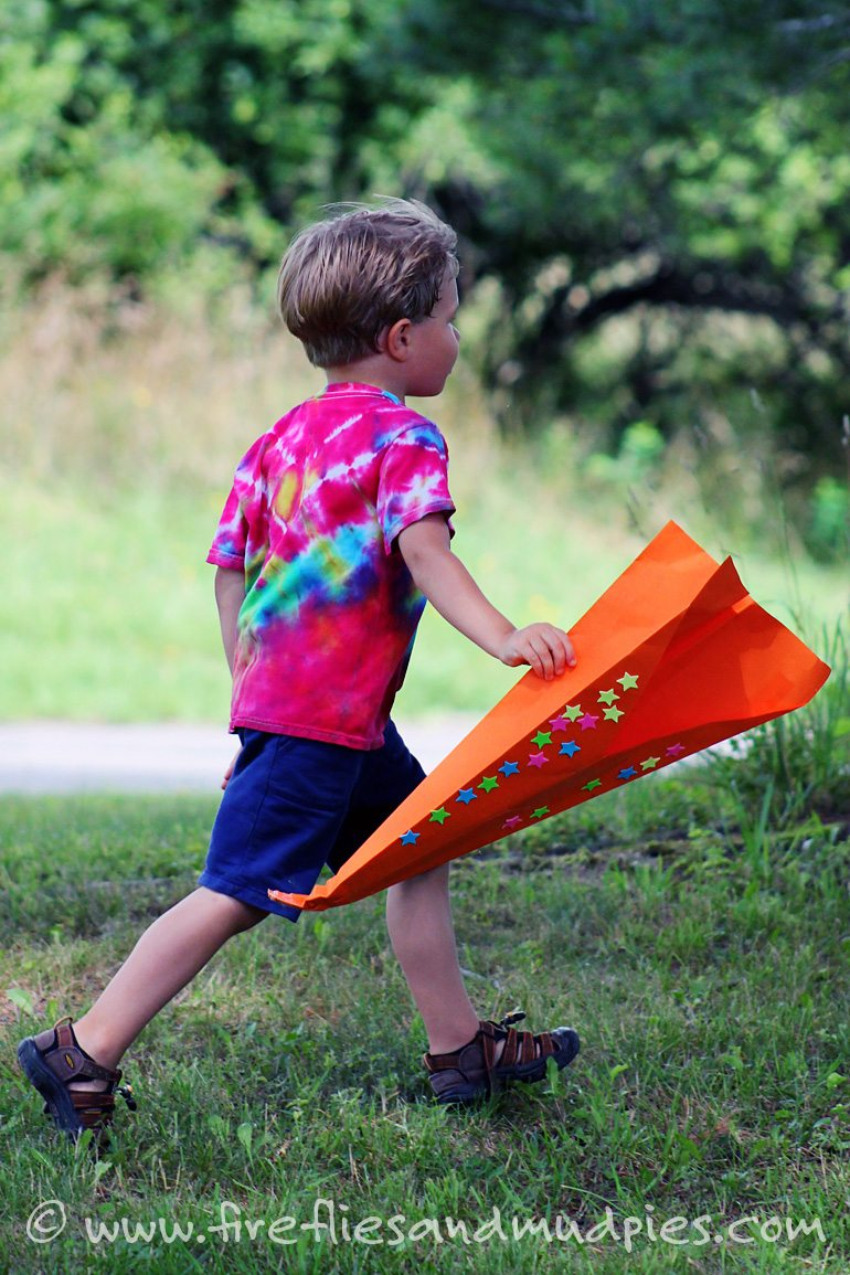 Make giant paper airplanes for summer fun! | Fireflies and Mud Pies