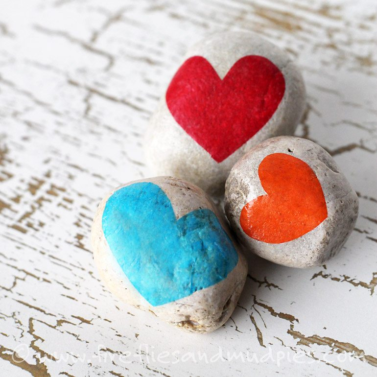 Gratitude Stones: A Thanksgiving Nature Craft for Kids | Fireflies and Mud Pies