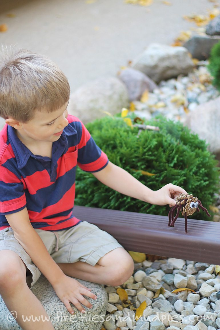 """""""Itsy Bitsy"""" Pine Cone Spider Craft 