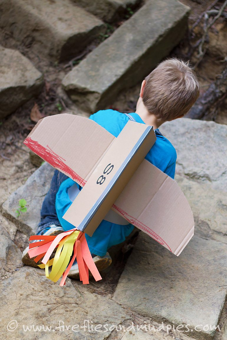 Create cardboard jetpacks for kids for imaginative play! | Fireflies and Mud Pies