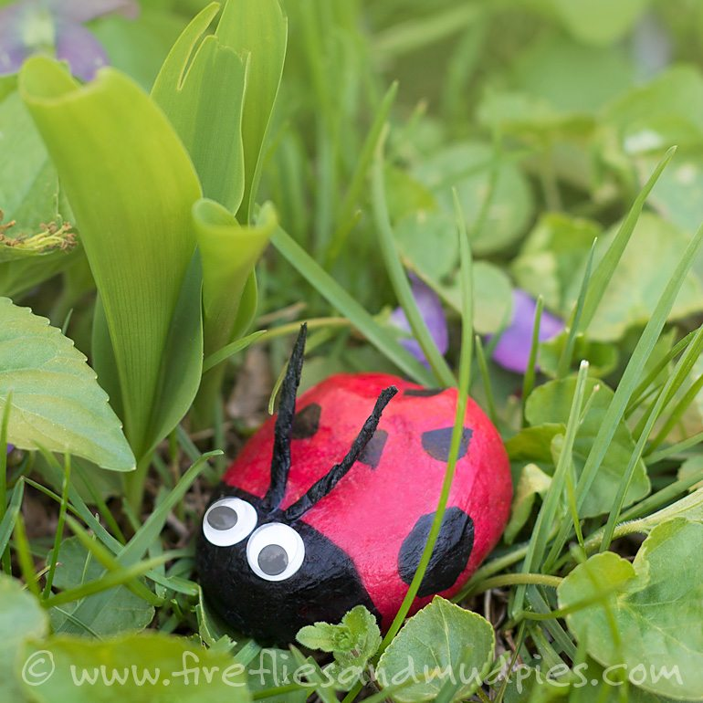 Lady Bug Stone Craft | Fireflies and Mud Pies